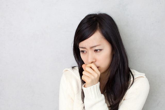 自律神経失調症の症状に悩む女性