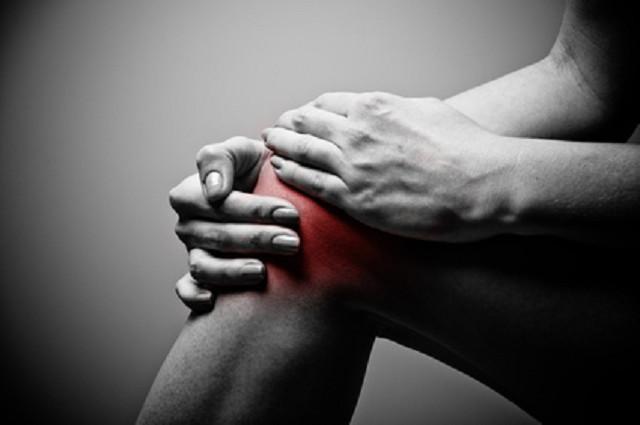 膝にかかる負担が痛みの原因