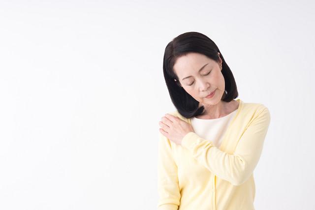 四十肩・五十肩の症状に悩む主婦
